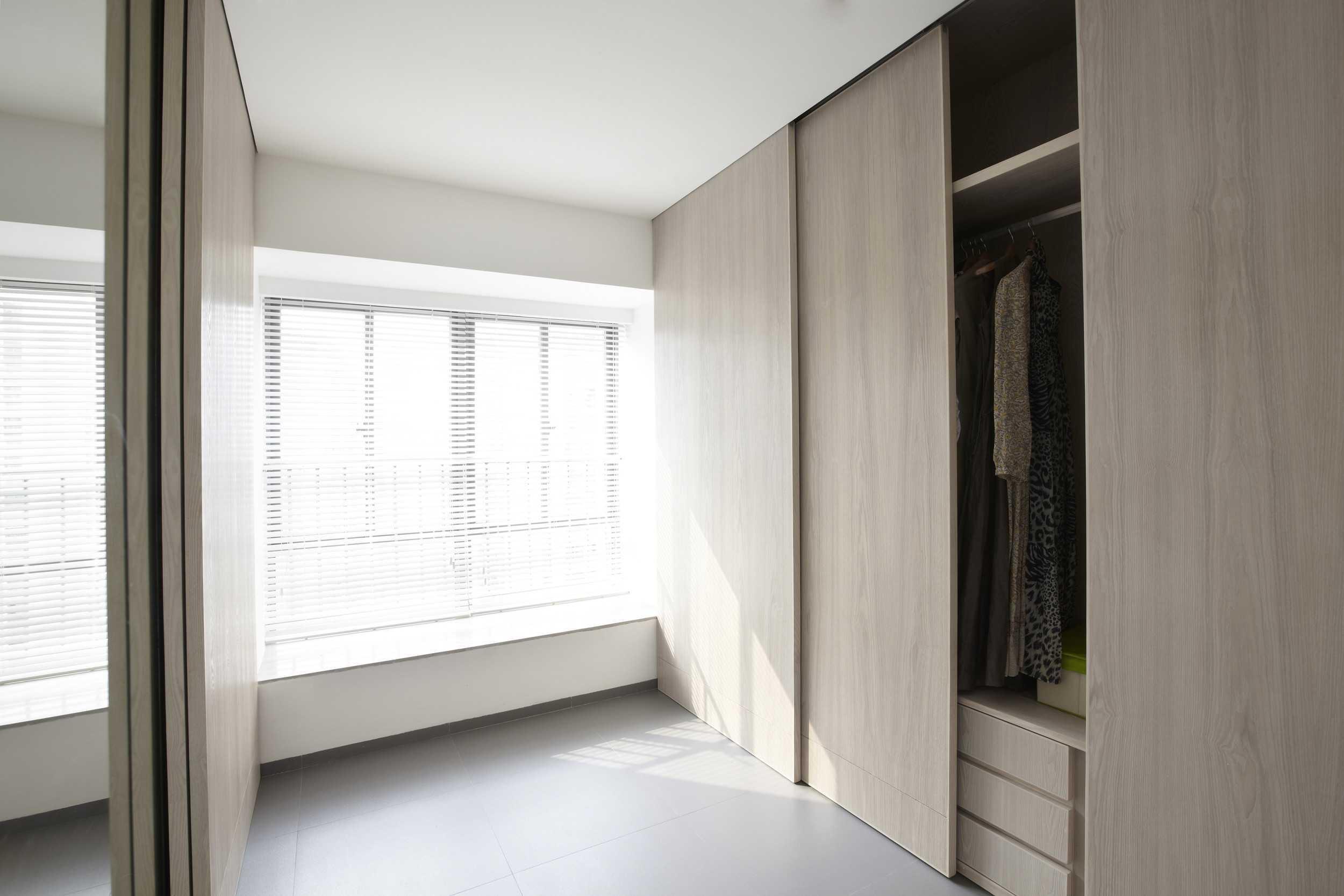 placard sur mesure couloir la maison des bibliotheques. Black Bedroom Furniture Sets. Home Design Ideas